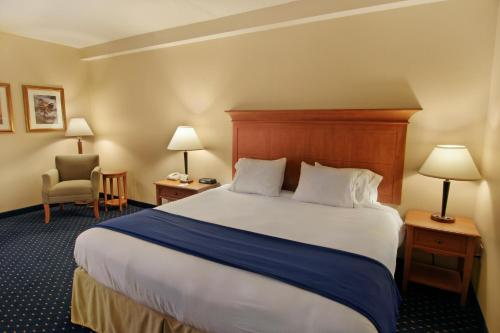 Holiday Inn Express Hotel & Suites Waynesboro-Route 340 Photo