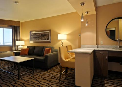 Comfort Inn & Suites Market - Airport Photo