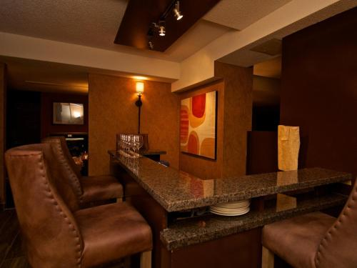 Mountain Side Hotel Whistler by Executive Photo