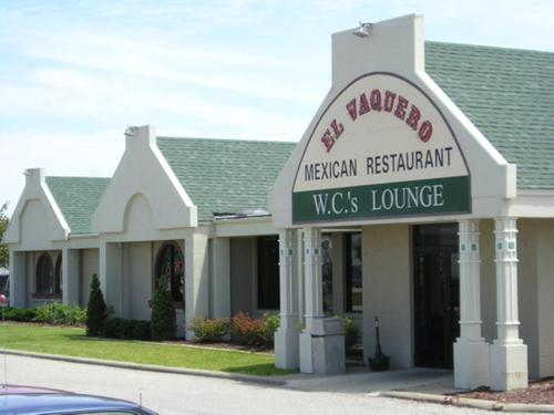 Moberly (MO) United States  city photo : Moberly Inn & Suites, Moberly, MO, United States Overview | priceline ...