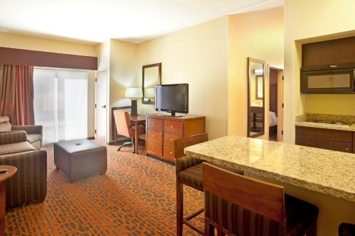 Hampton Inn And Suites El Paso-Airport - El Paso, TX 79925