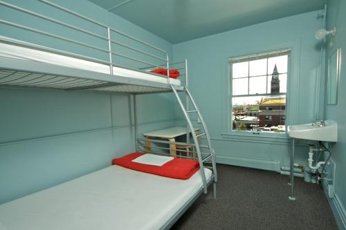 Picture of Hostelling International - Seattle at the American Hotel/><p class=