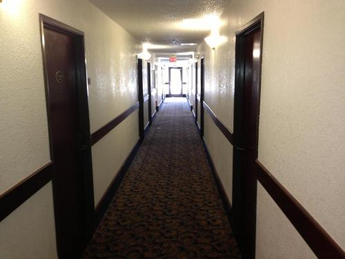 Brentwood Inn & Suites Photo