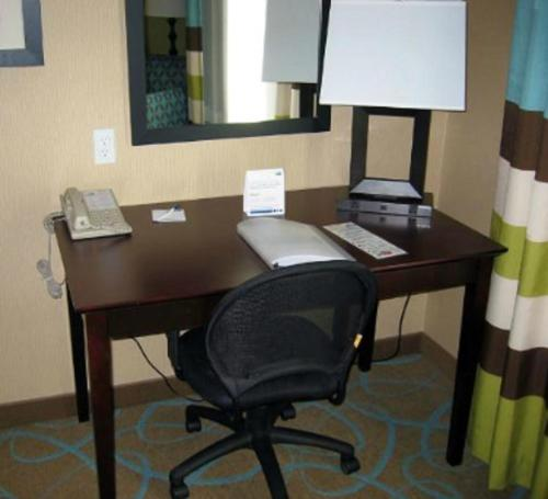 Holiday Inn Express & Suites / Red Bluff - South Redding Area Photo