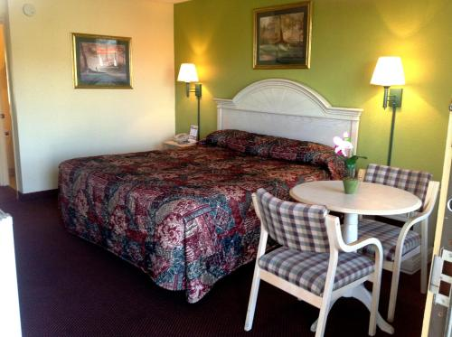 Holiday Terrace Inn - Pigeon Forge Photo