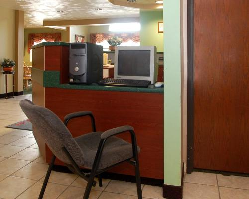 Knights Inn & Suites St. Clairesville Photo
