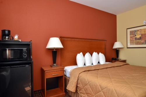 Econo Lodge Inn and Suites Little Rock Photo