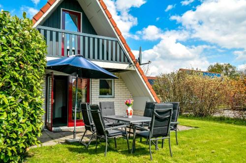 5 pers. Holiday home in a small bungalow park near the Lauwersmeer, Anjum