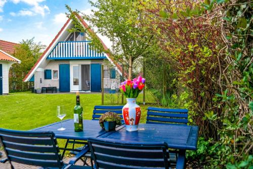 5 pers. holiday home close to the National Park Lauwersmeer, Anjum