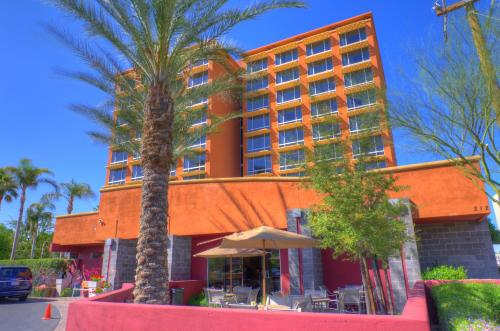 Picture of Phoenix Hotel and Suites
