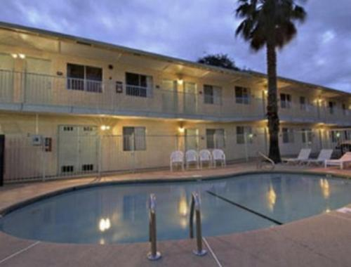Howard Johnson Express Inn - Redding - Redding, CA 96002