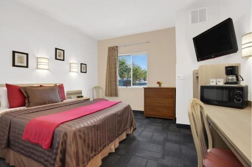 Travelodge Yuba City - Yuba City, CA 95991