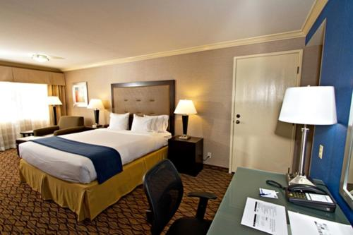 Holiday Inn Express Port Hueneme Photo