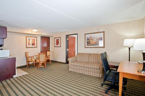 Holiday Inn Express Hotel & Suites Ann Arbor Photo