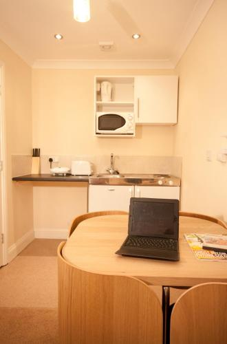 Photo of Aparthotel Hillingdon Prince Self Catering Accommodation in Reading Berkshire