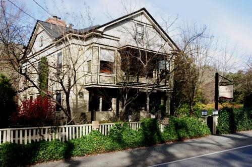 Gaige House A Four Sisters Inn - Glen Ellen, CA 95442