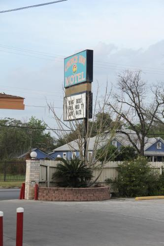 Choice Inn San Antonio - San Antonio, TX 78203