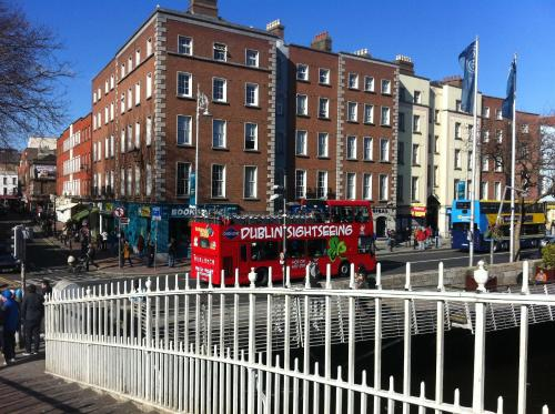 Photo of Half-Penny Bridge Apartments Hotel Bed and Breakfast Accommodation in Dublin Dublin