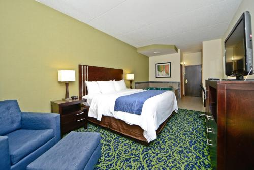 Comfort Inn & Suites Butler Photo