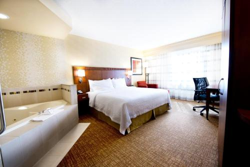 Courtyard by Marriott Mississauga-Airport Corporate Centre West Photo