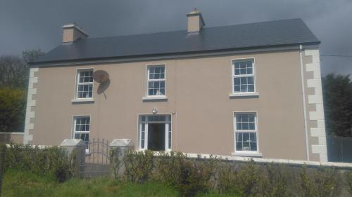 Beautiful farmhouse, luxurious house and ample room! Comfy and cosy!, Killala