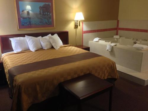 Americas Best Value Inn - Faribault Photo