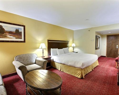 Clarion Inn Tulsa International Airport Photo
