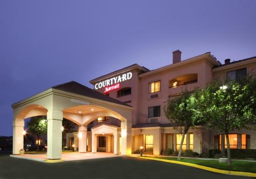 Courtyard By Marriott Salinas Monterey Photo