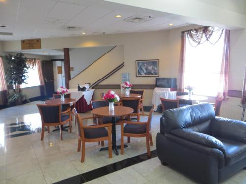 Elk Grove Hotel Photo