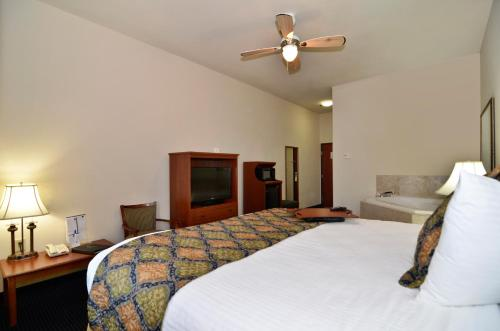 Best Western Plus Lake Dallas Inn & Suites Photo