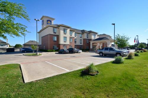 Picture of Best Western Plus Lake Dallas Inn & Suites