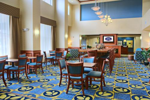 Hampton Inn & Suites Ridgecrest Photo