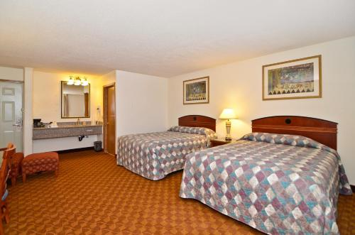 Econo Lodge Inn & Suites Madras Chateau Inn Photo