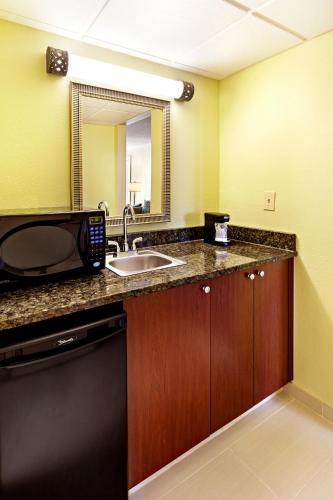 Holiday Inn Express MEDICAL AREA – Ashley River Photo