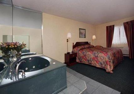 Orange Inn & Suites Photo