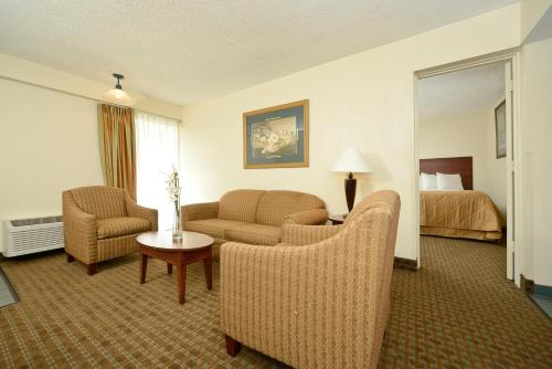 Budget Lodge - Fort Sam Photo