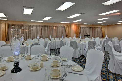 Holiday Inn Harbourview Photo
