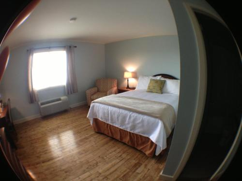 Anchor Inn Hotel and Suites Photo