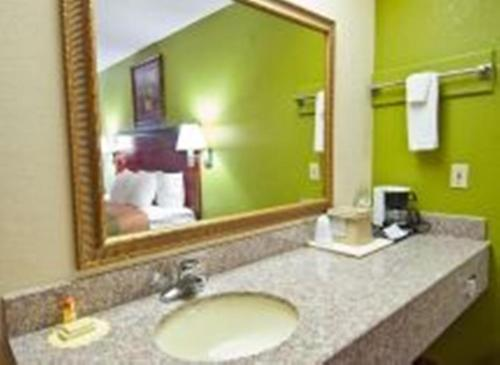 Americas Best Value Inn - Brookhaven Photo