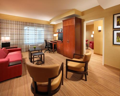 Courtyard By Marriott Long Beach Airport - Long Beach, CA 90808