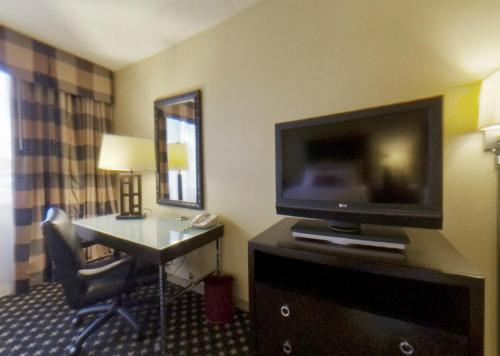 Crowne Plaza Hotel Indianapolis Airport photo 17