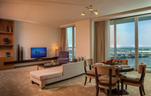 InterContinental Residence Suite Dubai Festival City photo 18