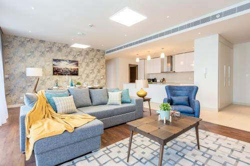 Hometown Apartments - Stay in new and spacious 3BR right in the City Walk, Dubai