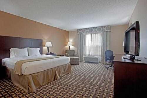Holiday Inn Express Pembroke Photo