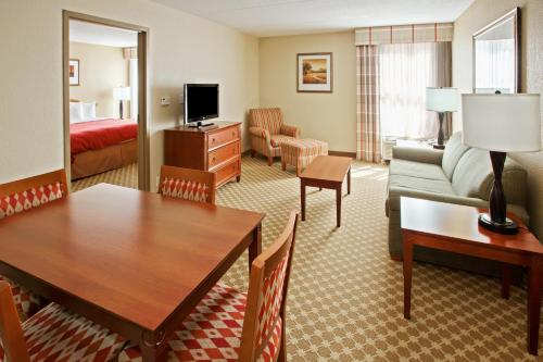 Country Inn & Suites Saginaw Photo