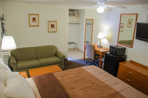 Budget Inn & Suites Colby Photo