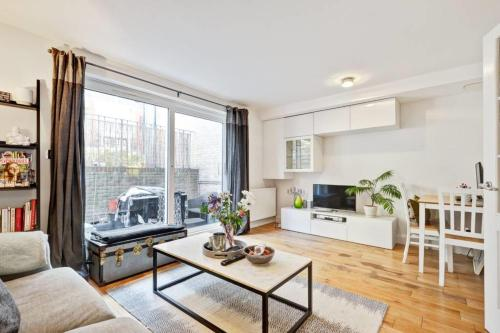 Chic 1bed with terrace, Clapham, 7min to tube, Londra