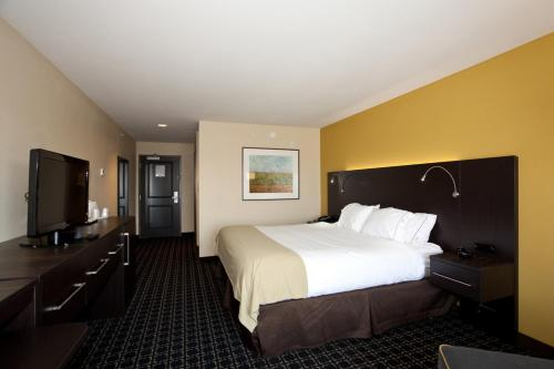 Holiday Inn Express Newton Photo
