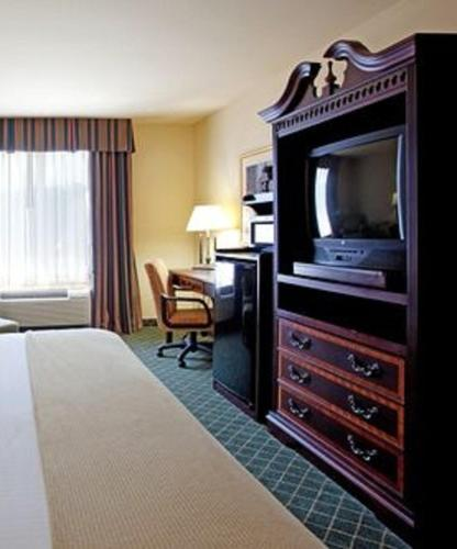 Holiday Inn Express Hotel & Suites West Monroe Photo