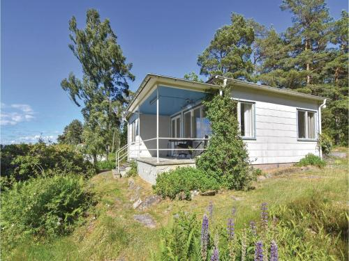 Three-Bedroom Holiday Home in Lidkoping, Sjövik